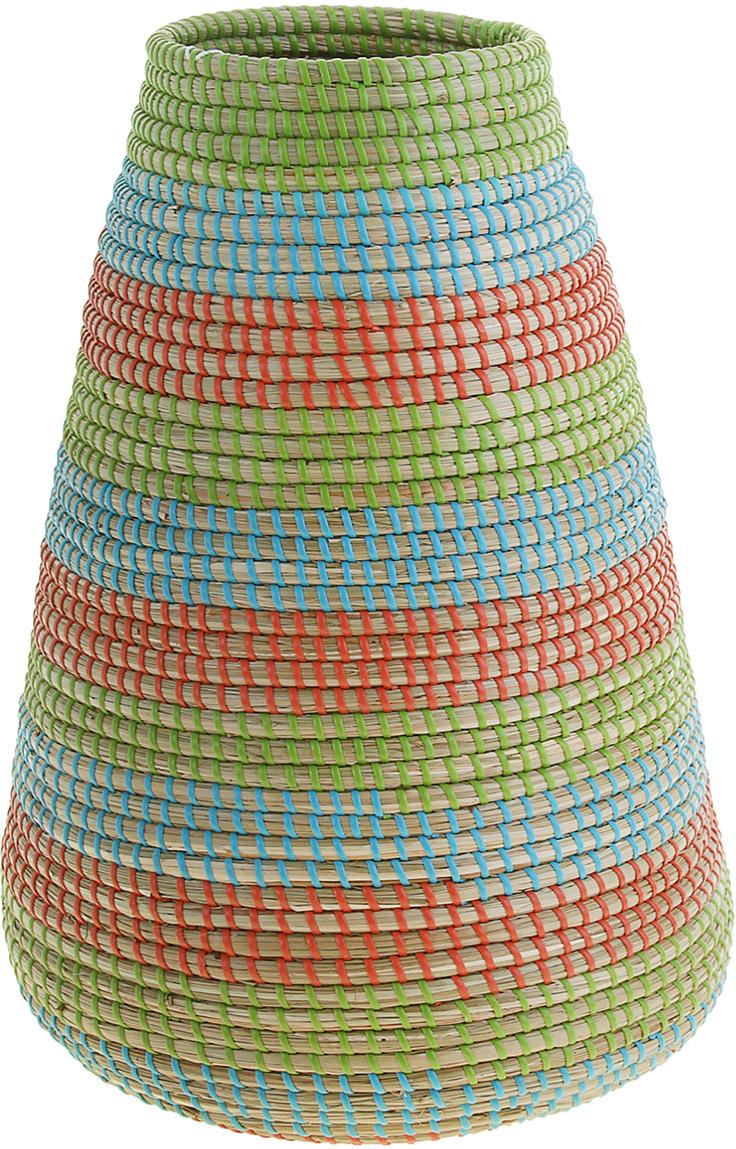 """Это не просто ваза – это настоящее произведение искусства. Вьетнамские ремесленники долго и кропотливо, стежок за стежком, плели эту невероятную экзотическую вазу из настоящих морских водорослей. Вы только взгляните: ровный рисунок, чёткие линии, приятные тона - чувствуется опытная рука мастера. Пусть эта роскошная Ваза плетеная """"Хоа"""" станет приятным подарком ценителю плетёных изделий, коллекционеру экзотических аксессуаров или даме с завидным вкусом. Разместите её в комнате на самом видном месте, создайте композицию с декоративными ветками, сухоцветами, чтобы привнести ощущение легкости, изящества и тепла. Ведь известно, что уют проявляется в деталях. Так как ваза плетёная в неё нельзя наливать воду или любую другую жидкость."""