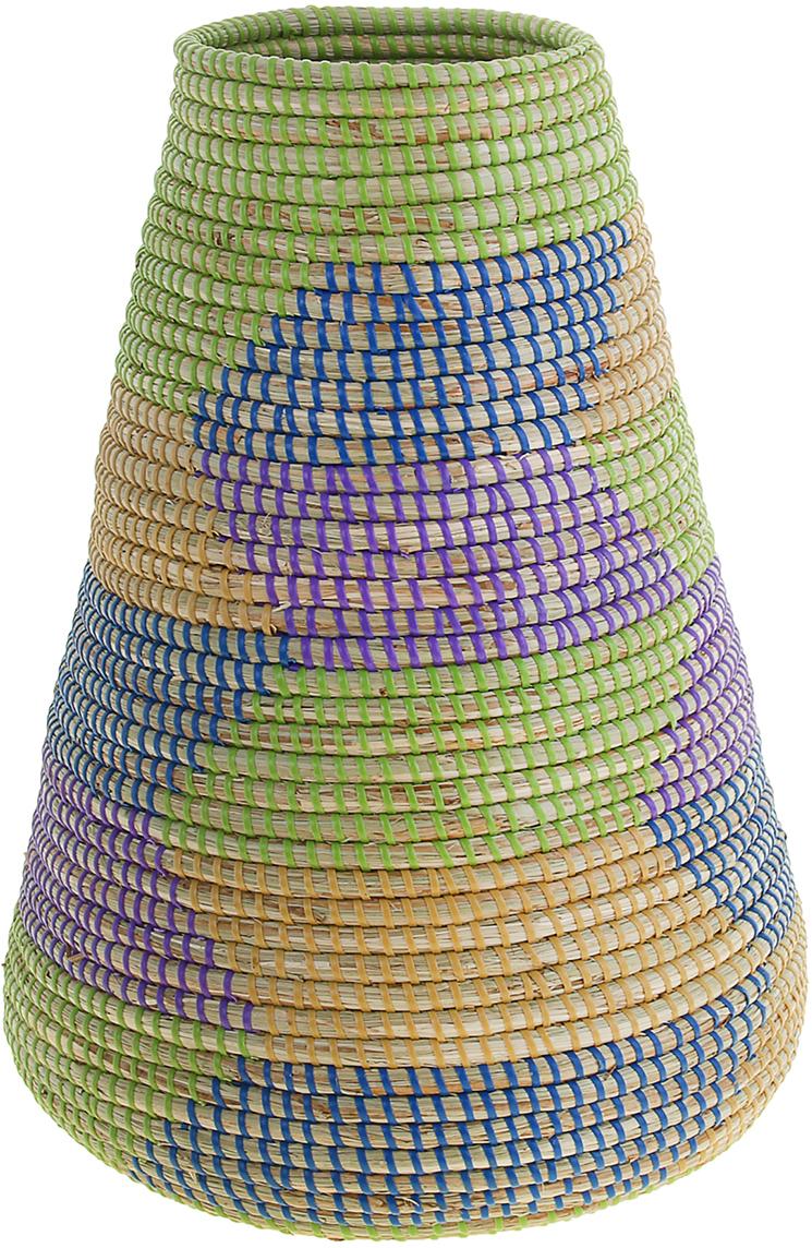 """Ваза плетёная """"Тхань"""" – это настоящее произведение искусства. Вьетнамские ремесленники долго и кропотливо, стежок за стежком, плели эту  невероятную экзотическую вазу из настоящих морских водорослей. Вы только взгляните: ровный рисунок, чёткие линии, приятные тона -  чувствуется опытная рука мастера. Пусть эта роскошная Ваза плетеная """"Тхань"""" станет приятным подарком ценителю плетёных изделий, коллекционеру экзотических аксессуаров  или даме с завидным вкусом. Разместите её в комнате на самом видном месте, создайте композицию с декоративными ветками, сухоцветами,  чтобы привнести ощущение легкости, изящества и тепла. Ведь известно, что уют проявляется в деталях. Так как ваза плетёная в неё нельзя наливать воду или любую другую жидкость."""