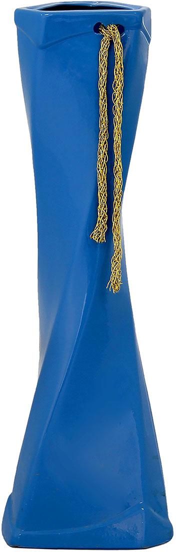 Ваза Керамика ручной работы Кетана, цвет: голубой, большая1067049Ваза - сувенир в полном смысле этого слова. И главная его задача - хранить воспоминание о месте, где вы побывали, или о том человеке, который подарил данный предмет. Преподнесите эту вещь своему другу, и она станет достойным украшением его дома. Каждому хозяину периодически приходит мысль обновить свою квартиру, сделать ремонт, перестановку или кардинально поменять внешний вид каждой комнаты. Ваза - привлекательная деталь, которая поможет воплотить вашу интерьерную идею, создать неповторимую атмосферу в вашем доме. Окружите себя приятными мелочами, пусть они радуют глаз и дарят гармонию.