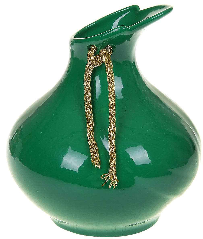 Ваза Керамика ручной работы Листик, цвет: зеленый, малая1067055Ваза - сувенир в полном смысле этого слова. И главная его задача - хранить воспоминание о месте, где вы побывали, или о том человеке, который подарил данный предмет. Преподнесите эту вещь своему другу, и она станет достойным украшением его дома. Каждому хозяину периодически приходит мысль обновить свою квартиру, сделать ремонт, перестановку или кардинально поменять внешний вид каждой комнаты. Ваза - привлекательная деталь, которая поможет воплотить вашу интерьерную идею, создать неповторимую атмосферу в вашем доме. Окружите себя приятными мелочами, пусть они радуют глаз и дарят гармонию.
