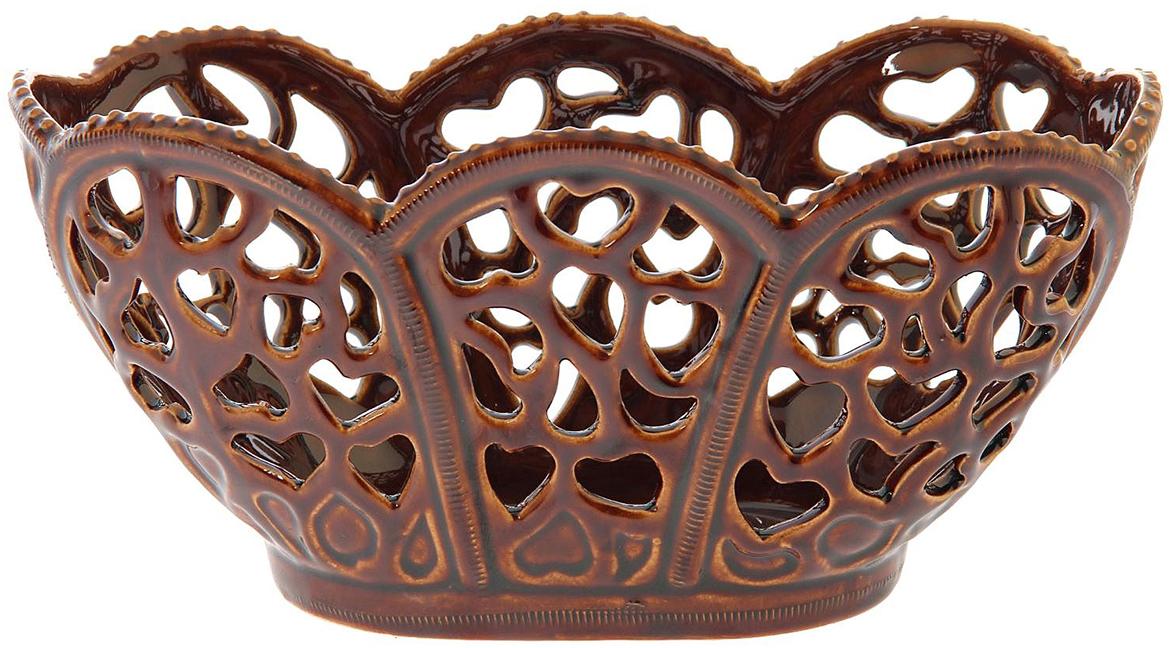 Конфетница Керамика ручной работы Сердце, цвет: коричневый1143559Ваза для конфет украсит любую квартиру, дачу или офис. Преподнести её в качестве подарка друзьям или близким – отличная идея. Необычный дизайн и расцветка может вписаться в любой интерьер и стать его уникальным акцентом. Вещь предназначена для подачи конфет, сухофруктов или восточных сладостей.
