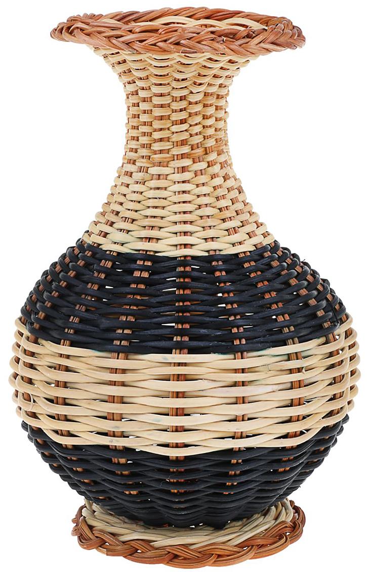 Ваза плетеная Инга, цвет: бежевый, из папоротника1152861Вьетнамская Ваза плетёная Инга выполнена вручную искусными ремесленниками из натурального папоротника. Интересный дизайн в эко-стиле привнесёт нотки свежести и необыкновенного шарма. Пусть это великолепное изделие становится маленьким островком оазиса среди предметов hi-tech мебели, глядя на который поднимается настроение и воздух как будто насыщается кислородом. Ваза станет подходящим подарком ценителю природных материалов и истинной ручной работы. Не рекомендуется наливать жидкости из-за особенности дизайна. Используйте её как украшение дома или офиса и как сосуд под декоративные цветы.