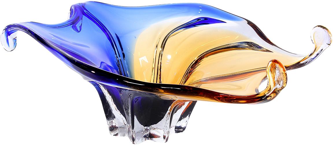 """Представьте, как восхитительно эта необыкновенная ваза будет смотреться в лучах солнца! Стильная и оригинальная, необычной формы и с эффектным сочетанием стекла солнечно-желтого и глубокого синего оттенков, ваза """"Хойя"""" из стекла под """"Murano"""" украсит интерьер вашей комнаты, добавит ему ярких красок и свежести и наверняка станет одним из любимых предметов домашнего декора.  Не скупитесь на положительные эмоции - окружайте себя приятными мелочами, которые день ото дня будут радовать глаз и поднимать настроение!"""