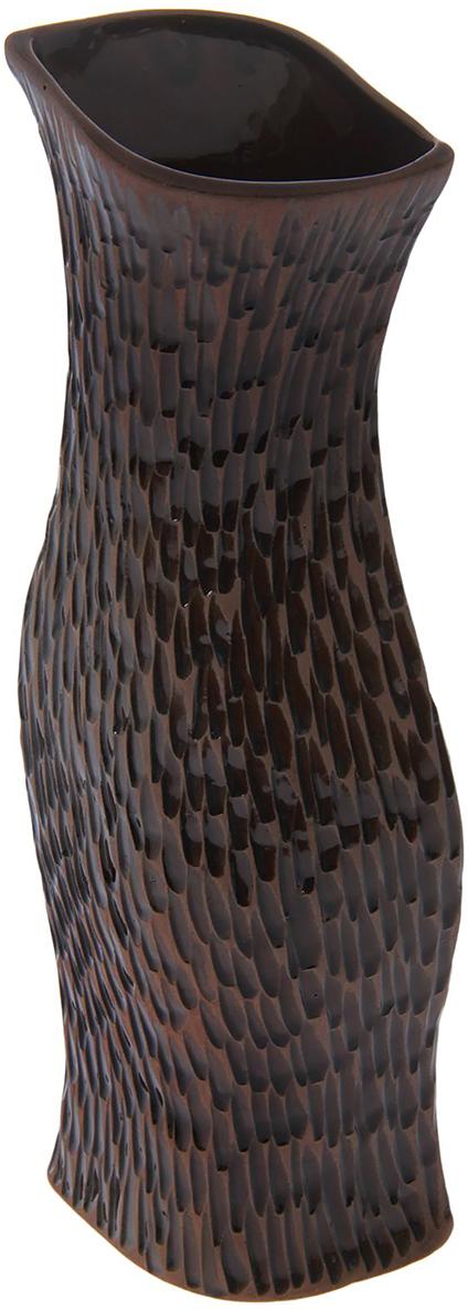 Ваза Керамика ручной работы Натали, цвет: темно-коричневый, большая, тиснение под кожу1475883Ваза - сувенир в полном смысле этого слова. И главная его задача - хранить воспоминание о месте, где вы побывали, или о том человеке, который подарил данный предмет. Преподнесите эту вещь своему другу, и она станет достойным украшением его дома. Каждому хозяину периодически приходит мысль обновить свою квартиру, сделать ремонт, перестановку или кардинально поменять внешний вид каждой комнаты. Ваза - привлекательная деталь, которая поможет воплотить вашу интерьерную идею, создать неповторимую атмосферу в вашем доме.