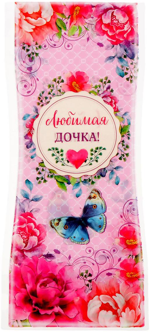 Ваза для цветов Дочке, складная, цвет: розовый, 27 см1716543Ваза изготовлена из тонкого пластика. В сложенном виде декор не толще листа бумаги. Налейте в него воду, и он с лёгкостью примет нужную форму. Преимущества складной вазы Устойчивость: благодаря своей форме и тяжести воды, изделие подходит для любого букета до 11 цветков. Компактность: в сложенном состоянии займёт минимум места, не больше полиэтиленового пакета. Безопасность: если ребёнок или домашнее животное опрокинет ёмкость, она не разобьётся. Многократность использования: высушите, сложите и уберите предмет, если он не нужен. Такая ваза будет отличным подарком на 8 Марта, день рождения, а также станет прекрасным дополнением к букету.