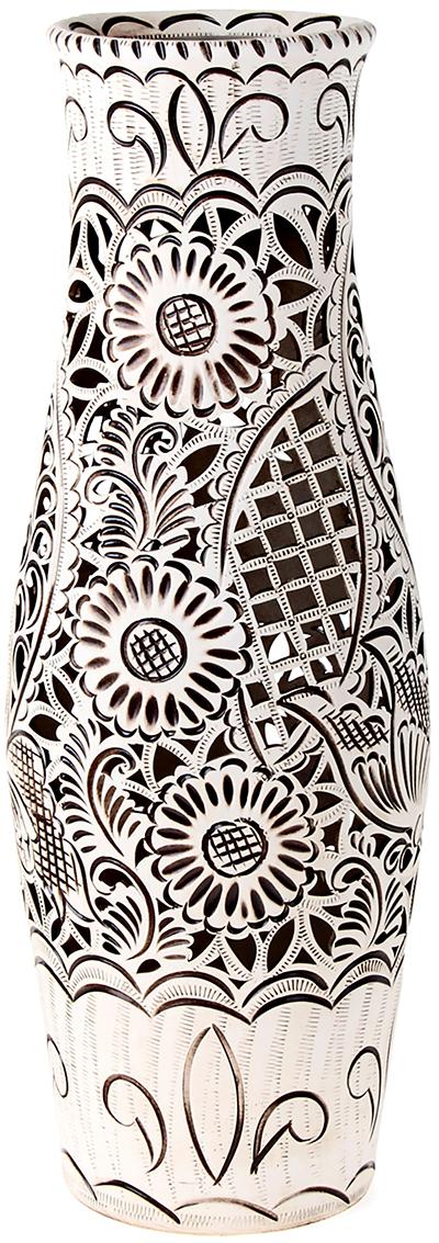 Ваза напольная Керамика ручной работы Афина, цвет: бежевый, резка198686Это ваза - отличный способ подчеркнуть общий стиль интерьера. Существует множество причин иметь такой предмет дома. Вот лишь некоторые из них: Формирование праздничного настроения. Можно украсить вазу к Новому году гирляндой, тюльпанами на 8 марта, розами на день Святого Валентина, вербой на Пасху. За счёт того, что это заметный элемент интерьера, вы легко и быстро создадите во всём доме праздничное настроение. Заполнение углов, подиумов, ниш. Таким образом можно сделать обстановку более уютной и многогранной. Создание групповой композиции. Если позволяет площадь пространства, разместите несколько ваз так, чтобы они сочетались по стилю или цветовому решению. Это придаст обстановке более завершённый вид. Подходящая форма и стиль этого предмета подчеркнут достоинства дизайна квартиры. Ваза может стать отличным подарком по любому поводу, ведь такой элемент интерьера практичен и способен каждый день создавать хорошее настроение!