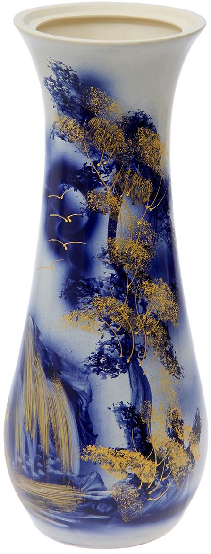 Ваза напольная Керамика ручной работы Осень, цвет: синий, 59 см198936Это ваза - отличный способ подчеркнуть общий стиль интерьера. Существует множество причин иметь такой предмет дома. Вот лишь некоторые из них: Формирование праздничного настроения. Можно украсить вазу к Новому году гирляндой, тюльпанами на 8 марта, розами на день Святого Валентина, вербой на Пасху. За счёт того, что это заметный элемент интерьера, вы легко и быстро создадите во всём доме праздничное настроение. Заполнение углов, подиумов, ниш. Таким образом можно сделать обстановку более уютной и многогранной. Создание групповой композиции. Если позволяет площадь пространства, разместите несколько ваз так, чтобы они сочетались по стилю или цветовому решению. Это придаст обстановке более завершённый вид. Подходящая форма и стиль этого предмета подчеркнут достоинства дизайна квартиры. Ваза может стать отличным подарком по любому поводу, ведь такой элемент интерьера практичен и способен каждый день создавать хорошее настроение!