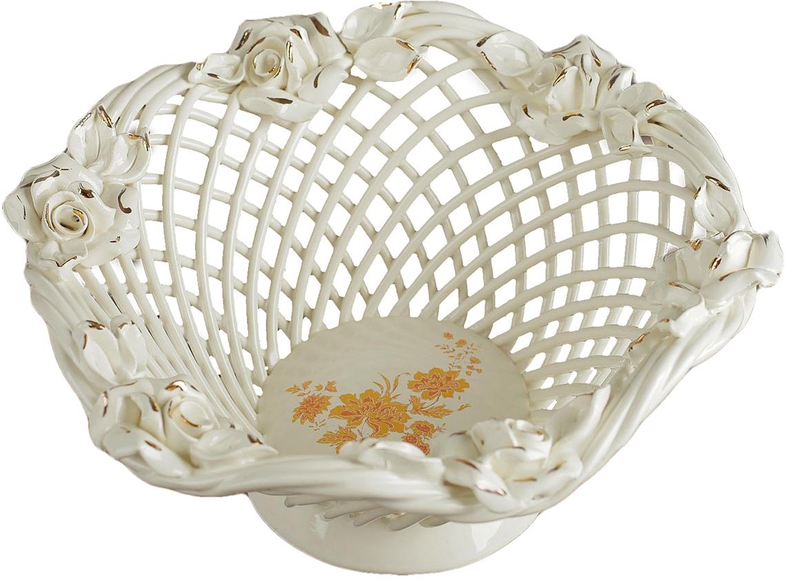 Конфетница Керамика ручной работы Волна, цвет: белый, большая2691611Ваза для конфет украсит любую квартиру, дачу или офис. Преподнести её в качестве подарка друзьям или близким – отличная идея. Необычный дизайн и расцветка может вписаться в любой интерьер и стать его уникальным акцентом. Вещь предназначена для подачи конфет, сухофруктов или восточных сладостей.