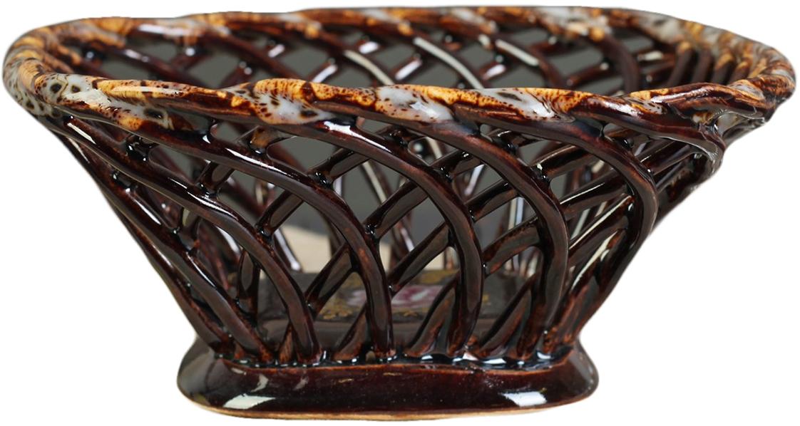Конфетница квадратная Керамика ручной работы, цвет: коричневый. 27391182739118Ваза для конфет украсит любую квартиру, дачу или офис. Преподнести её в качестве подарка друзьям или близким – отличная идея. Необычный дизайн и расцветка может вписаться в любой интерьер и стать его уникальным акцентом. Вещь предназначена для подачи конфет, сухофруктов или восточных сладостей.