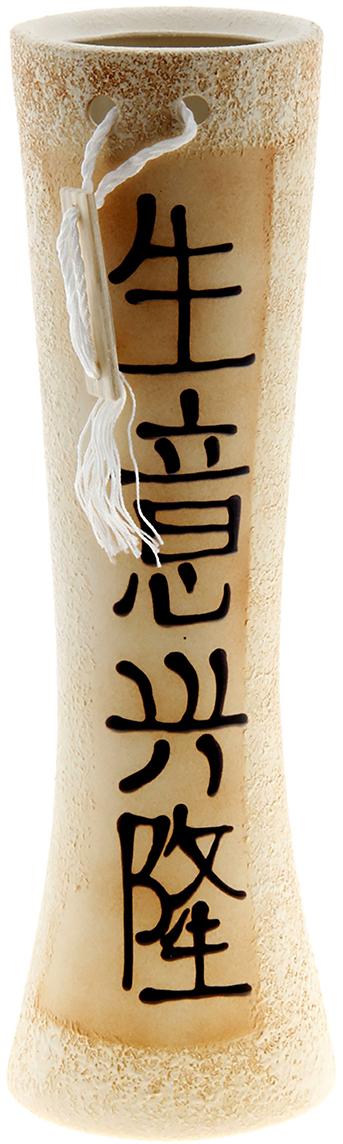 Ваза Керамика ручной работы Марика-Росса, цвет: бежевый748807Ваза Марика-Росса Китай, шамот украсит любую квартиру, дачу или офис. Преподнести её в качестве подарка друзьям или близким – отличная идея. Необычный дизайн и расцветка может вписаться в интерьер или стать его ярким, уникальным акцентом.Особые свойства керамики делают вазы из этого материала очень популярными. Цветы простоят дольше, потому что керамика отлично регулирует температуру. Вода останется прохладной даже при высокой температуре в помещении.
