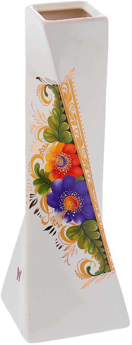 Ваза Керамика ручной работы Эквилибриум, цвет: белый774532Ваза из керамики не только станет прекрасным элементом декора помещения, но и сохранит свежесть вашего букета на долгое время. Подобно термосу, керамические сосуды сохраняют воду прохладной даже при высокой внешней температуре. Доказано, в керамической вазе цветы стоят почти в 2 раза дольше.
