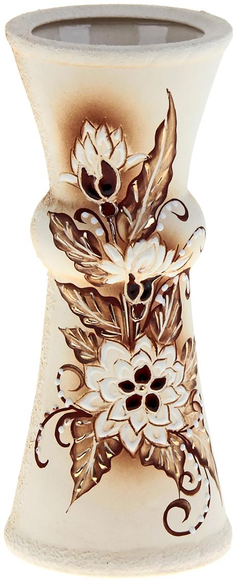 Ваза Керамика ручной работы Тария, цвет: белый, малая825262Ваза из керамики не только станет прекрасным элементом декора помещения, но и сохранит свежесть вашего букета на долгое время. Подобно термосу, керамические сосуды сохраняют воду прохладной даже при высокой внешней температуре. Доказано, в керамической вазе цветы стоят почти в 2 раза дольше.