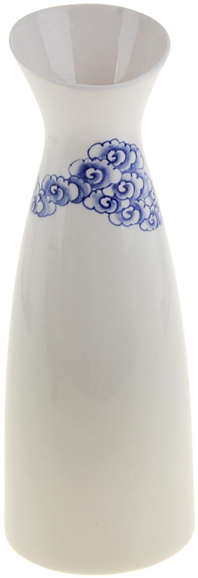 Ваза Белая с голубым узором, керамика, цвет: белый, 30,5 см846614Вьетнам – старейшая цивилизация Азии, еще с тех времен сохранились традиционные принципы керамического ремесла. Эта Ваза керамика Белая с голубым узором выполнена и расписана вручную талантливыми мастерами, при ее возделывании использовались специальные техники, благодаря которым ваза обретает характерные нотки этой азиатской страны. Но в то же время ее дизайн напоминает исконно русскую стилистику керамической живописи – гжель. Поэтому эта ваза совмещает сразу две культуры, что делает ее более уникальной и эстетичной.