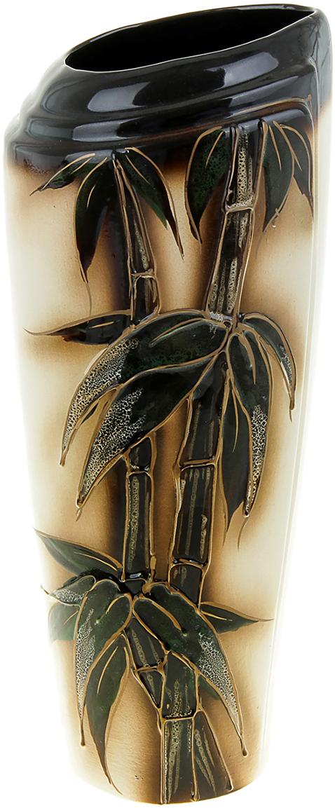 Ваза Керамика ручной работы Эмма, цвет: зеленый851840Ваза из керамики не только станет прекрасным элементом декора помещения, но и сохранит свежесть вашего букета на долгое время. Подобно термосу, керамические сосуды сохраняют воду прохладной даже при высокой внешней температуре. Доказано, в керамической вазе цветы стоят почти в 2 раза дольше.