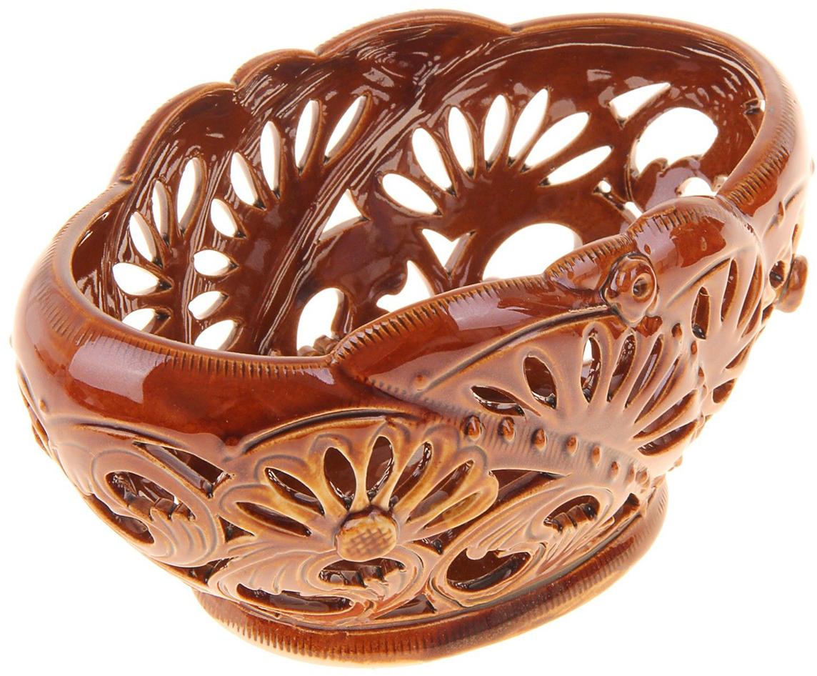 Конфетница Керамика ручной работы Ракушка, цвет: коричневый, резка884486Ваза для конфет украсит любую квартиру, дачу или офис. Преподнести её в качестве подарка друзьям или близким – отличная идея. Необычный дизайн и расцветка может вписаться в любой интерьер и стать его уникальным акцентом. Вещь предназначена для подачи конфет, сухофруктов или восточных сладостей.