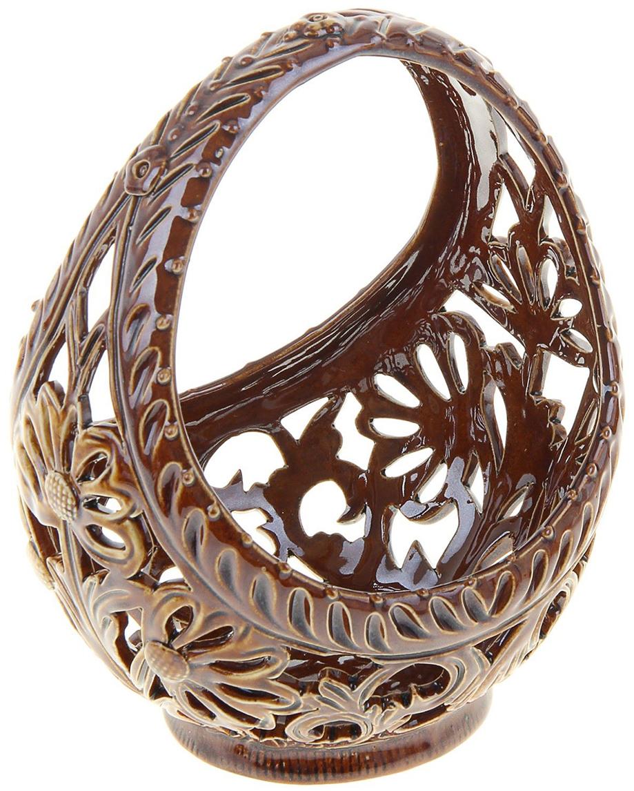 Конфетница Керамика ручной работы Лукошко, цвет: коричневый, резка884491Ваза для конфет украсит любую квартиру, дачу или офис. Преподнести её в качестве подарка друзьям или близким – отличная идея. Необычный дизайн и расцветка может вписаться в любой интерьер и стать его уникальным акцентом. Вещь предназначена для подачи конфет, сухофруктов или восточных сладостей.