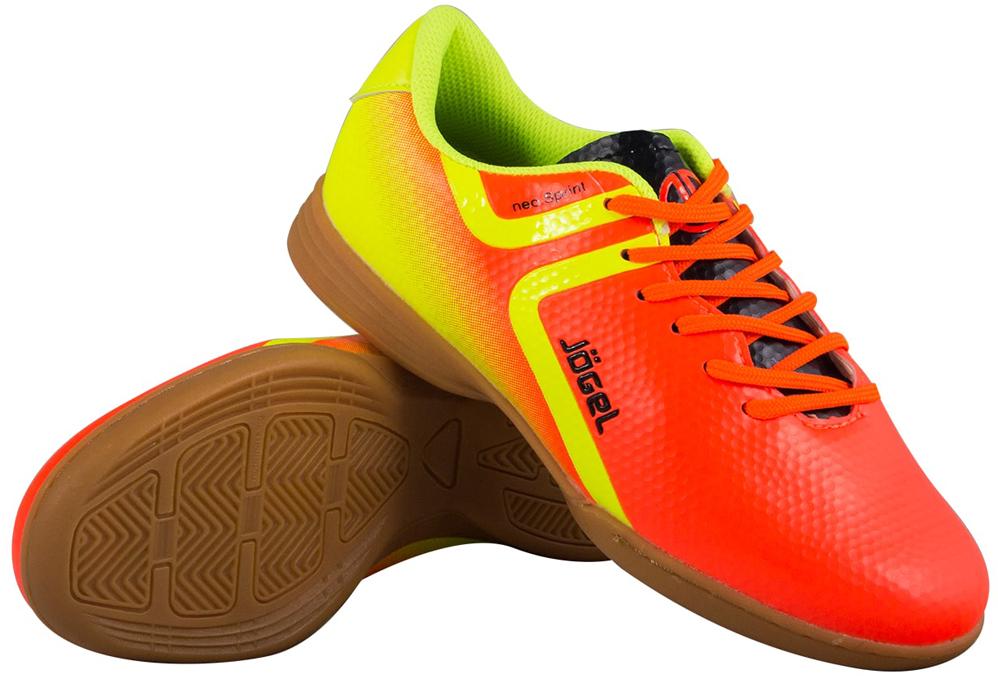 Бутсы для футзала детские Jogel Rapido, цвет: оранжевый. JSH4001-Y. Размер 39УТ-00010583Зальные бутсы Rapido Kids из линейки neo.Sprint предназначены для игры в зале и других ровных поверхностях, а также подходят для повседневной носки. Данная модель выполнена в минималистичном дизайне с использованием ярких цветовых решений.Анатомически правильная колодка обеспечивает удобное положение стопы. Прошивка в носочной части придает дополнительную надежность конструкции ботинка. Съемная анатомическая стелька изготовлена из вспененного материала ЭВА, который обеспечивает дополнительную амортизация и уменьшает нагрузку на опорно-двигательный аппарат ребенка. В данной модели применена удобная липучка и не требующие завязки резиновые шнурки, которые позволяют быстро и надежно затянуть обувь по ноге и не тратить время на шнуровку. Подошва обуви выполнена по технологии Non-marking, что обеспечивает безупречное сцепление с гладкими полированными поверхностями и не оставляет следов на паркете.В производстве обуви Jogel используются только качественные гипоаллергенные материалы, обувь легко моется и не требует дополнительного ухода.