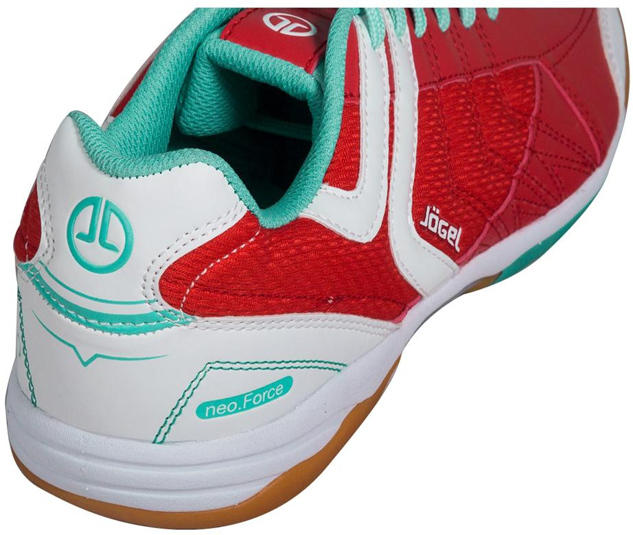 """Зальные бутсы Jogel """"Bravo"""" из линейки neo.Force предназначены для игры в зале и других ровных поверхностях, а также подходят для повседневной носки. Яркий, запоминающийся дизайн вобрал в себя все последние наработки команды дизайнеров Jogel.В конструкции ботинка используется специальный сетчатый материал для лучшей циркуляции воздуха и облегчения веса ботинка. Носовая часть ботинка имеет усиление для большей жесткости и износостойкости. Съемная анатомическая стелька изготовлена по технологии ExoGrip+ из нескользящего материала и специальной ребристой поверхностью в плюсневой части.Для уменьшения нагрузки на опорно-двигательный аппарат в процессе бега в подошву данной модели встроен специальный амортизирующий материал Phylon (филон). Совместно с формованной стелькой из вспененного материала ЭВА это позволяет минимизировать опасные последствия игры на твердых покрытиях и увеличить комфорт.Подошва обуви выполнена из качественной резины по технологии Non-marking, что обеспечивает безупречное сцепление с гладкими полированными поверхностями и не оставляет следов на паркете."""