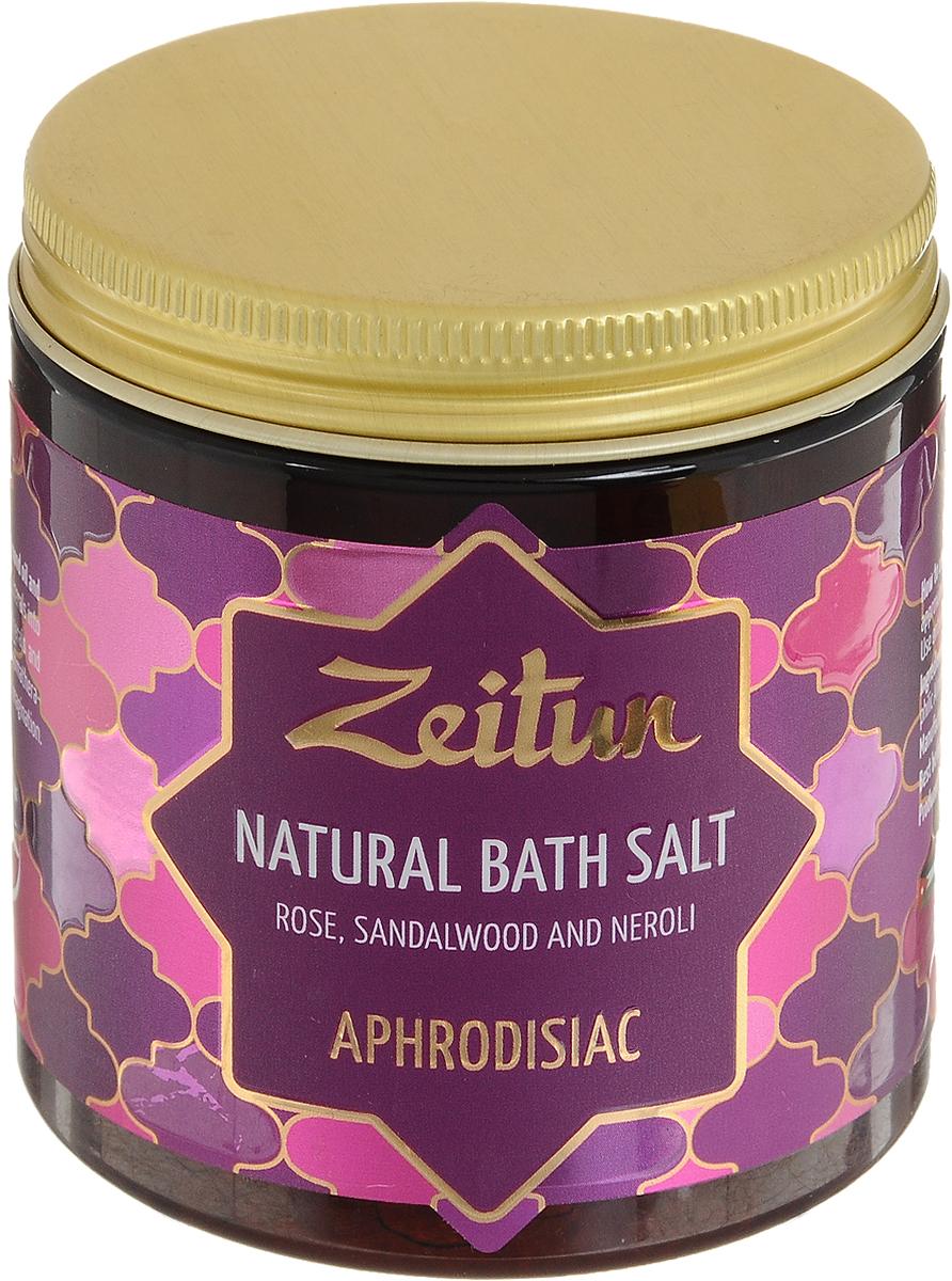 Зейтун Аромасоль для ванны Афродизиак, 250 мл50400005В вас зародилась жажда новых ощущений и небывалой чувственности? Специальный букет ароматов дляромантической ванны предназначен для самых волнующих и незабываемых моментов наедине. Ароматическая соль для ванн Zeitun содержит натуральные эфирные масла-афродизиаки розы, сандала, неролии герани, которые не только обостряют чувства и пробуждают энергию любви, но и делают кожу вашего телаудивительно нежной, бархатной, юной и желанной для прикосновений. Основа из солей Мертвого моря и Индийского океана также обеспечивает коже самое богатоемикроэлементное питание и регенерацию, а гидрофильные масла оливы и миндаля глубоко увлажняют,смягчают, полностью впитываясь в кожу и не оставляя масляных разводов на воде. В составе активизирующую энергию любви соли Мертвого моря и Индийского океана – мощные натуральныеафродизиаки в сочетании с глубоко увлажняющими, ухаживающими растительными маслами:Эфирные масла розы, сандала и нероли образуют очень тонкую и чувственную ароматическую композицию,которая потрясающе воздействует на чувства, раскрепощает, побуждает к нежности и усиливает внутренниймагнетизм.Эфирное масло герани обладает мощнейшим регенерирующим действием, стимулирует синтез коллагена,усиливает естественные защитные функции эпидермиса и замедляет процесс фотостарения. Также эфирноемасло герани обеспечивает глубокое увлажнение и тонизирование кожи, возвращая ей упругость и сияние. Соль Мертвого моря – самая настоящая кладезь для здоровья, у которой нет ни единого аналога в мире.Богатая микроэлементами соль поистине волшебно воздействует на общее состояние организма, борется скожными заболеваниями, снимает усталость мышц и суставов.Соль Индийского океана обладает уникальным макро- и микроэлементным составом, который высоко ценится вмедицине и косметологии. Соль способствует активному насыщению клеток практически всем спектромнеобходимых веществ, программирует кожу на правильное усвоение и распределение энергии, препятствуя