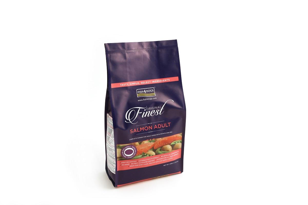 Корм сухой Finest Salmon Adult, для собак крупных пород, с лососем и картофелем, 1,5 кгDSC265Finest Salmon Adult - полнорационный сухой корм на основе лосося для взрослых собак средних и крупных пород. Приготовлен из свежего норвежского лосося. Лосось является идеальным продуктом для блестящей шерсти и здоровой кожи, так как в нем содержится больше всего жирных кислот «Омега-3».В качестве источника углеводов - в корме используются только картофель и гороховая мука. Подходит для собак с чувствительным пищеварением. Не содержит глютена, красителей и консервантов.