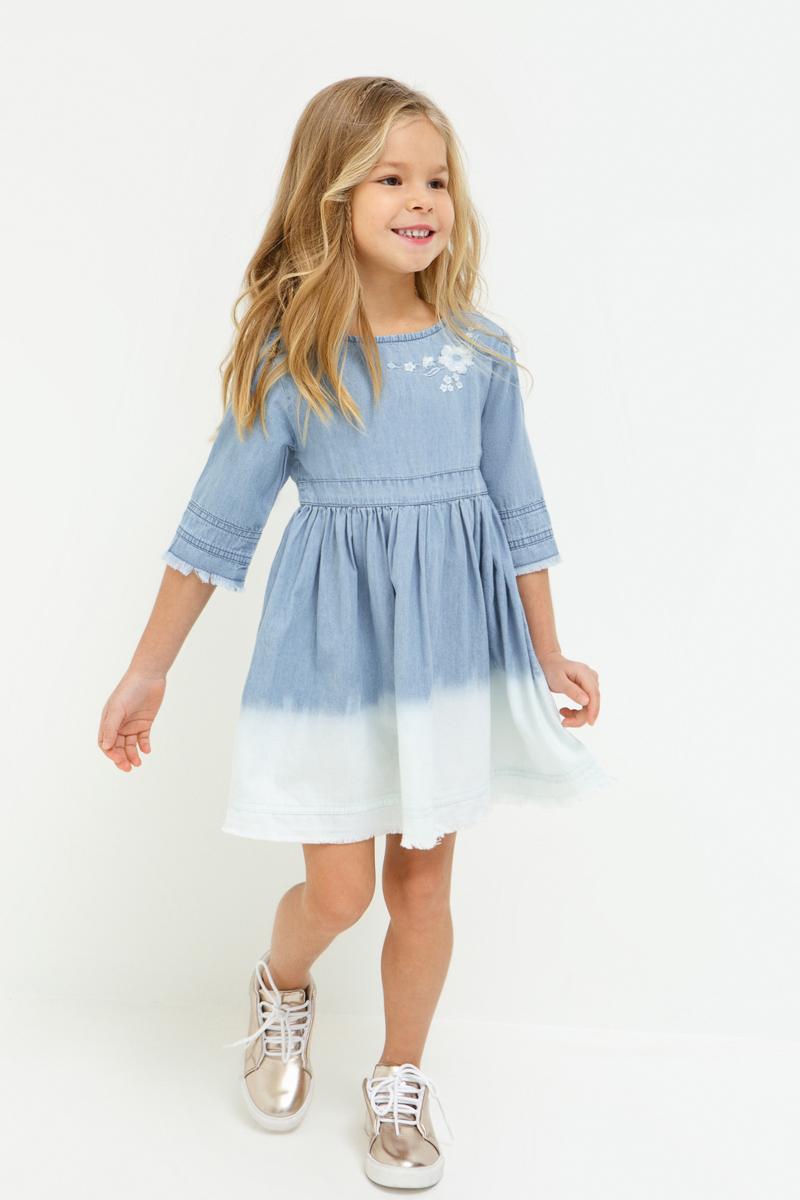 Платье для девочки Acoola Fairy, цвет: синий. 20220200226_500. Размер 12820220200226_500Джинсовое платье с эффектом деграде на юбке, декорированное вышивкой. Модель имеет свободный силуэт, круглый вырез горловины, застежку-молнию на спинке. Рукава длиной три четверти с необработанными манжетами. Без подкладки.