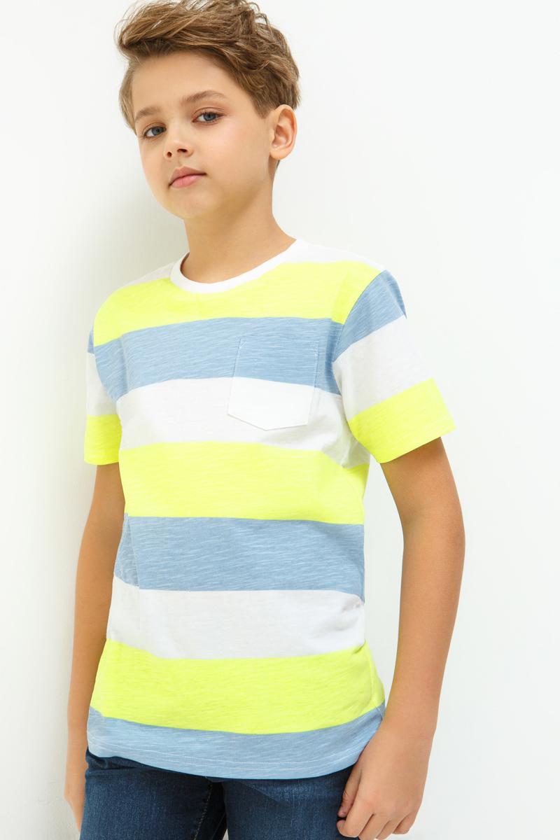 Футболка для мальчика Acoola Duck, цвет: мультиколор. 20110110089_8000. Размер 14020110110089_8000Трикотажная футболка в яркую полоску. Модель имеет прямой крой, круглый вырез горловины, короткие рукава. Один накладной карман на груди.