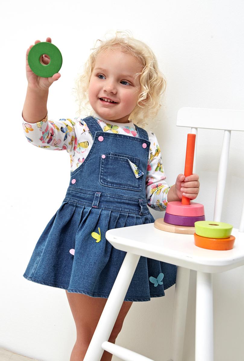 Сарафан джинсовый для девочки Maloo by Acoola Molly, цвет: синий. 22250200017_500. Размер 8622250200017_500Стильный сарафан для девочки выполнен из комфортного джинсового материала. Изделие застегивается на кнопки по бокам, бретели регулируются по длине. Универсальный цвет позволяет сочетать модель с любой одеждой.