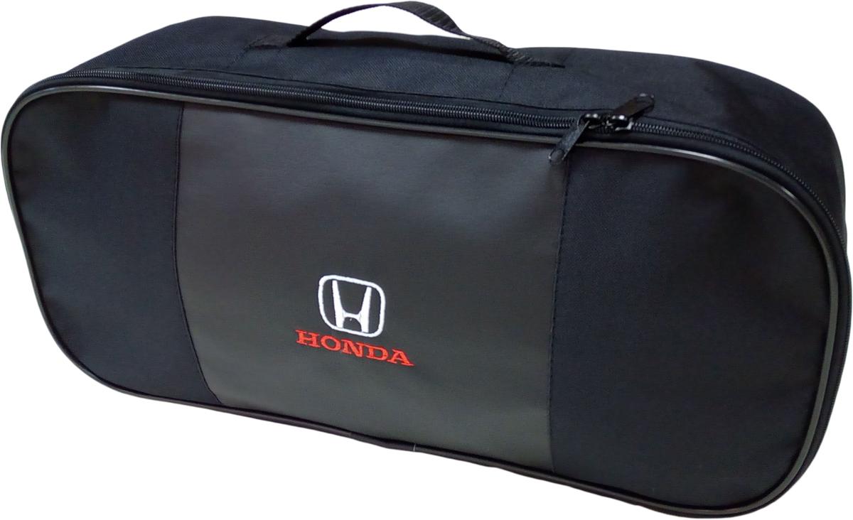 Набор аварийный в сумке Auto Premium, с логотипом Honda + жилет светоотражающий, размер XL. 6745367453Набор аварийный в сумке Auto Premium оснащен базовыми элементами, которые необходимы каждому автолюбителю. Состав набора:- аптечка первой помощи автомобильная;- трос буксировочный 5т/пет/пакет;- огнетушитель порошковый ОП-2(з); - АВСЕ, с металлическим ЗПУ;- знак аварийной остановки; - сумка для набора техосмотра Премиум со вставкой из экокожи и вышивкой; - жилет сигнальный со светоотражающими полосами, размер XL.Размер сумки: 47 х 21 х 13 см.