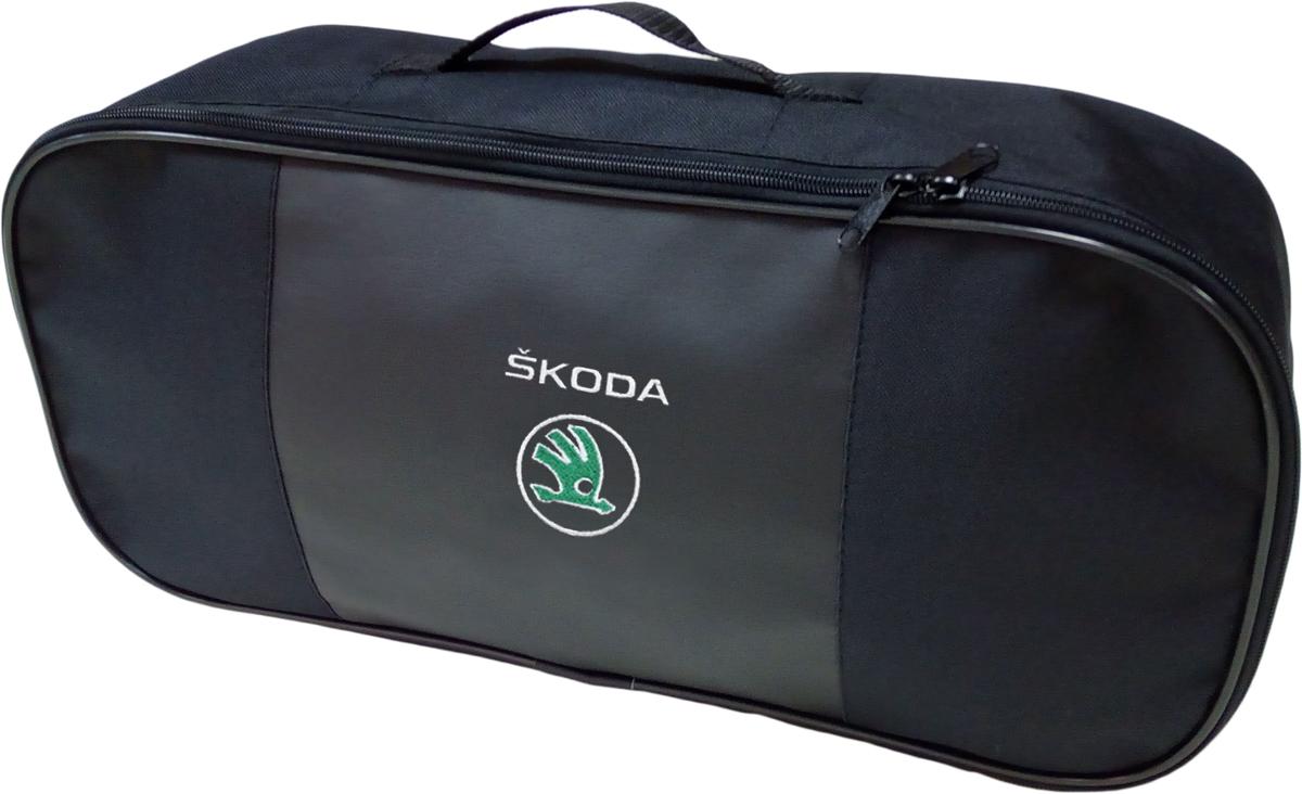 Набор аварийный в сумке Auto Premium, с логотипом Skoda + жилет светоотражающий, размер XL. 6746867468Набор аварийный в сумке Auto Premium оснащен базовыми элементами, которые необходимы каждому автолюбителю. Состав набора:- аптечка первой помощи автомобильная;- трос буксировочный 5т/пет/пакет;- огнетушитель порошковый ОП-2(з); - АВСЕ, с металлическим ЗПУ;- знак аварийной остановки; - сумка для набора техосмотра Премиум со вставкой из экокожи и вышивкой; - жилет сигнальный со светоотражающими полосами, размер XL.Размер сумки: 47 х 21 х 13 см.