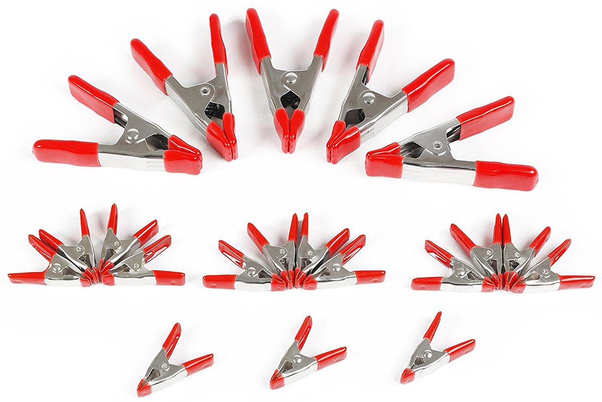 Набор пружинных зажимов Workpro, 20 штW001401Зажимы изготовлены из металла . Оснащены сильной металлической пружиной для надежного захвата. Рукоятки и губки зажимов имеют ПВХ покрытия, для защиты деликатных материалов и для надежного удержания материалов без выскальзывыния. Зажимы имеют цинковое покрытие, которое защищает инструмент от коррозии.Набор состоит:15 шт. длина– 5 см. Рабочий ход – 2,5 см.5 шт. Длина – 10,5 см. Рабочий ход – 6,5 см.Габариты набора: 280х375х20 мм. Вес 1400 гр. Поставляется в коробке. Страна производства: КНР