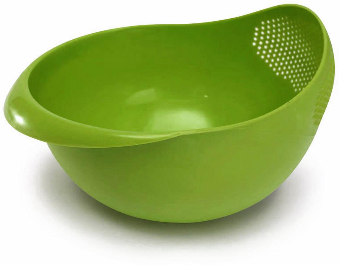 Миска-дуршлаг Ruges Фриш, цвет: зеленый, 22 х 20 х 14 смK-70Миска-дуршлаг Ruges Фриш выполнена из ПВХ. Изделие представляет из себя миску, в которую встроен дуршлаг. Она очень удобна и в использовании, и в хранении. Промыть и процедить продукты, слить лишнюю жидкость - очень удобно когда это можно сделать просто наклонив миску на сторону с ситечком. Размер: 22 х 20 х 14 см.Объем: 1250 мл.