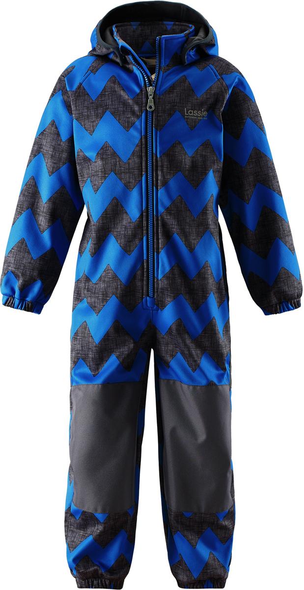 Комбинезон детский Lassie, цвет: синий. 7207226611. Размер 1047207226611Теплый детский комбинезон Lassie by Reima идеально подойдет для ребенка в прохладное время года. Комбинезон изготовлен из водоотталкивающей и ветрозащитной ткани. Материал отличается высокой устойчивостью к трению, благодаря специальной обработке полиуретаном поверхность изделия отталкивает грязь и воду, что облегчает поддержание аккуратного вида одежды. Комбинезон с рукавами-реглан и съемным капюшоном застегивается на застежку-молнию, и имеет защиту подбородка. Капюшон, защитит нежные щечки от ветра, он пристегивается к комбинезону при помощи металлических кнопок. Края рукавов дополнены неширокими эластичными манжетами. Мягкая подкладка на воротнике, капюшоне и манжетах обеспечивает дополнительный комфорт. На спинке по линии талии имеется широкая эластичная резинка. В области ягодиц и колен предусмотрены вставки из высокопрочного материала. Снизу брючин предусмотрены прорезиненные съемные штрипки, одевающиеся на ступню и не дающие комбинезону ползти вверх. Оформлено изделие оригинальным принтом.Комфортный, удобный и практичный комбинезон идеально подойдет для прогулок и игр на свежем воздухе!