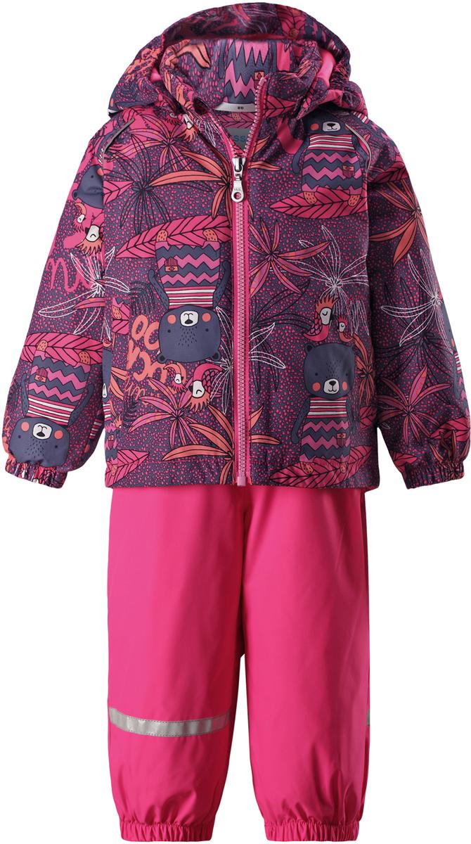 Комплект одежды детский Lassie: куртка, полукомбинезон, цвет: розовый. 713723R4681. Размер 86713723R4681Практичный демисезонный комплект для малышей Lassie состоит из куртки и полукомбинезона. Водоотталкивающему и ветронепроницаемому материалу не страшен небольшой дождик. Этот материал очень функциональный, но в то же время комфортный и дышащий. Гладкая подкладка из полиэстера на легком утеплителе согреет вашего маленького любителя приключений и облегчит вам процесс одевания. Полукомбинезон изготовлен из прочного материала и снабжен эластичными манжетами и съемными штрипками, чтобы не пустить внутрь холод и влагу. Благодаря эластичной талии и регулируемым эластичным подтяжкам он удобно сидит точно по фигуре. Куртка снабжена множеством продуманных элементов, например, безопасным съемным капюшоном, удлиненной спинкой, прорезными карманами и светоотражателями.