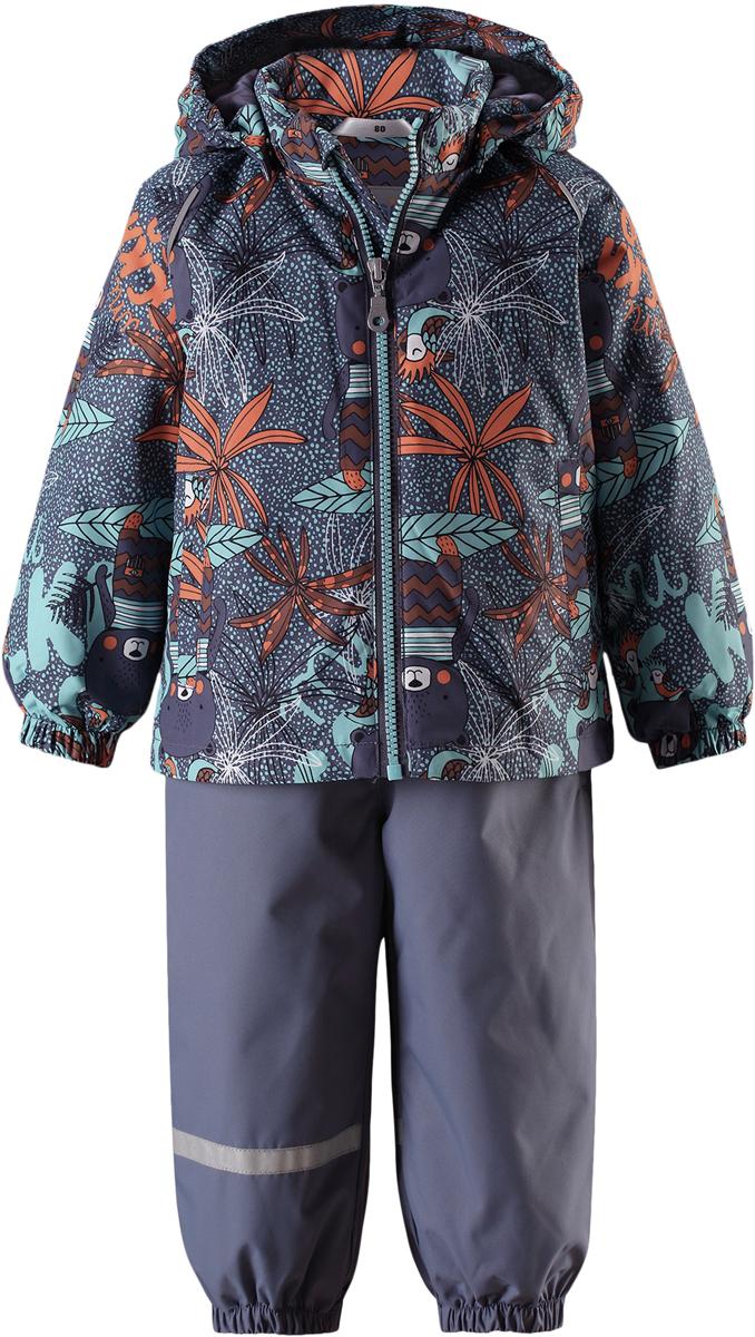 Комплект одежды детский Lassie: куртка, полукомбинезон, цвет: серый. 713723R9261. Размер 74713723R9261Практичный демисезонный комплект для малышей Lassie состоит из куртки и полукомбинезона. Водоотталкивающему и ветронепроницаемому материалу не страшен небольшой дождик. Этот материал очень функциональный, но в то же время комфортный и дышащий. Гладкая подкладка из полиэстера на легком утеплителе согреет вашего маленького любителя приключений и облегчит вам процесс одевания. Полукомбинезон изготовлен из прочного материала и снабжен эластичными манжетами и съемными штрипками, чтобы не пустить внутрь холод и влагу. Благодаря эластичной талии и регулируемым эластичным подтяжкам он удобно сидит точно по фигуре. Куртка снабжена множеством продуманных элементов, например, безопасным съемным капюшоном, удлиненной спинкой, прорезными карманами и светоотражателями.