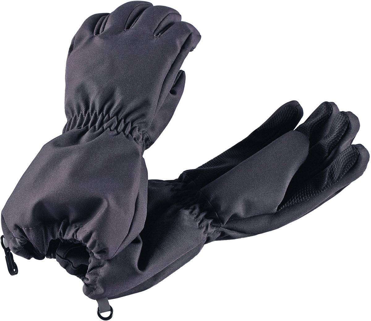 Перчатки детские Lassie Lassietec, цвет: серый. 7277019740. Размер 37277019740Дышащие детские перчатки изготовлены из очень износостойкого и абсолютно водонепроницаемого материала. В них предусмотрена водонепроницаемая мембрана и трикотажная подкладка из полиэстера с начесом. Усиления на ладони, кончиках пальцев и на большом пальце позволяют крепко держать в руках разные сокровища, найденные во время весенних приключений на природе, а еще хорошо согревают ручки. Сверху снабжены светоотражающим элементом.