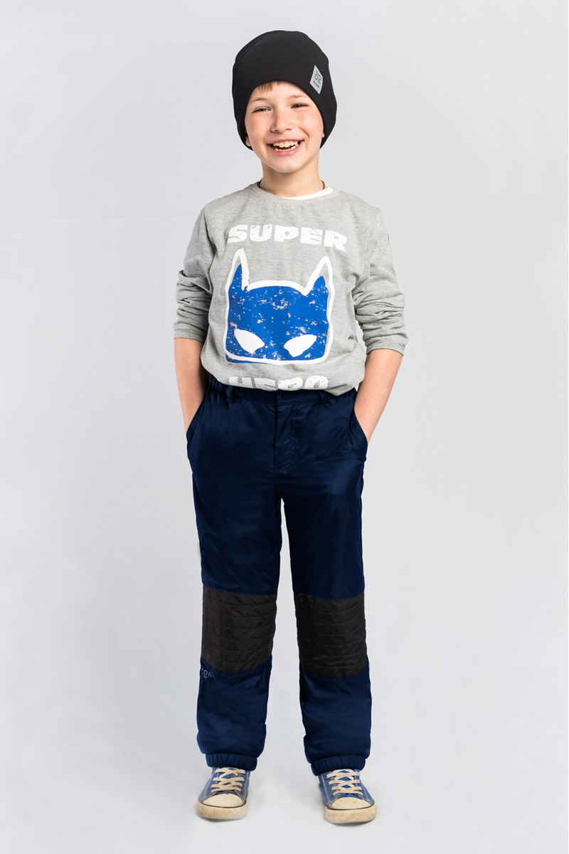 Брюки для мальчика Boom!, цвет: темно-синий. 80035_BOB. Размер 14080035_BOBСтеганные брюки для мальчика Boom! выполнены из высококачественного материала. Модель на флисе, с оригинальной стёжкой в зоне коленей и резинкой по низу. По бокам дополнены боковыми карманами.