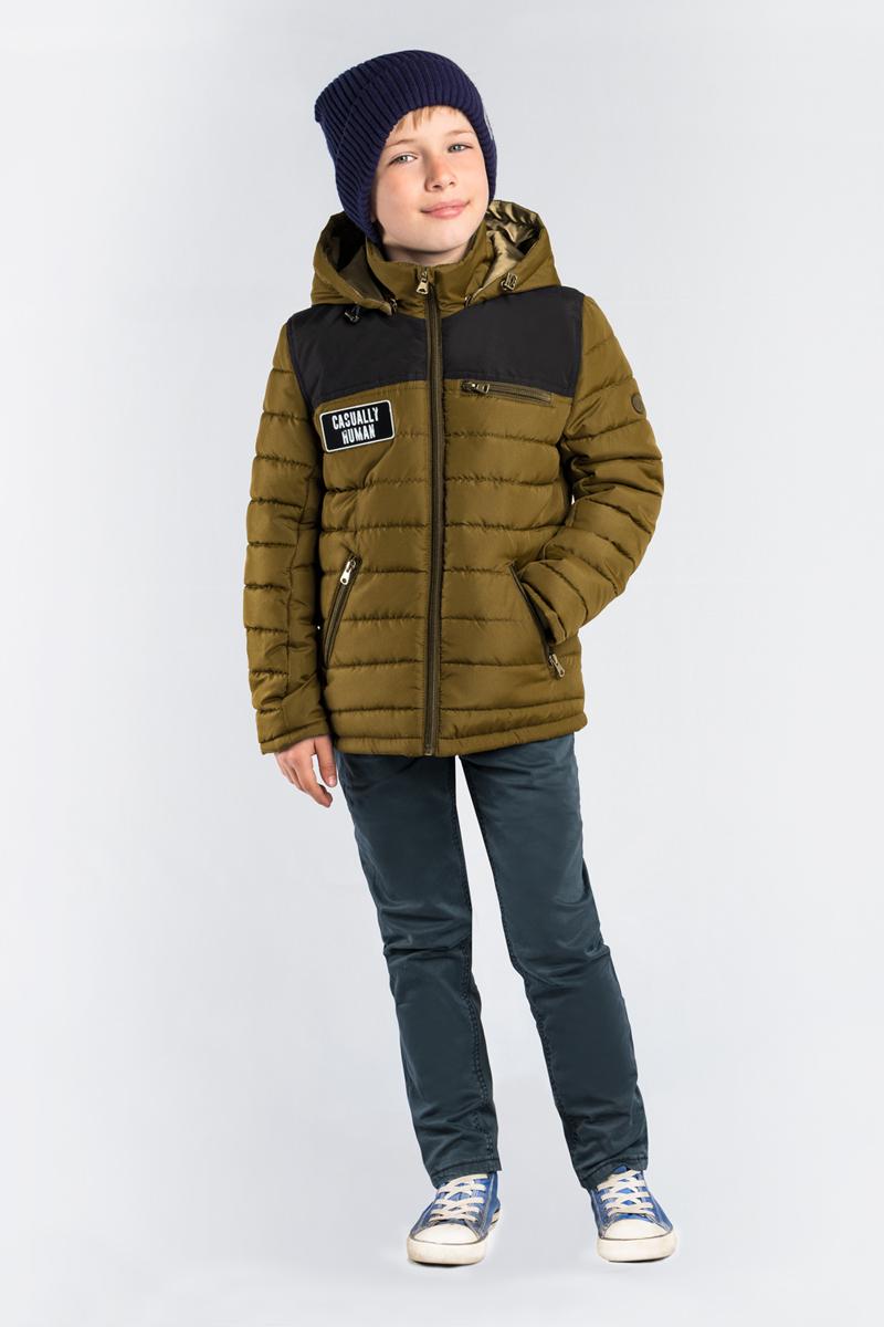Куртка для мальчика Boom!, цвет: хаки. 80017_BOB. Размер 12280017_BOBКлассическая стеганая куртка Boom! для мальчика выполнен из высококачественного материала. Модель с капюшоном застегивается на застежку-молнию. Куртка дополнена двумя боковыми карманами на застежках-молниях.