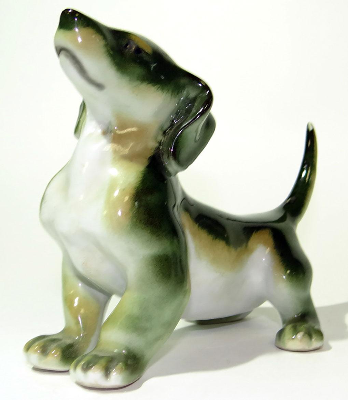 Скульптура изготовлена на ЛФЗ из фарфора с использованием росписи. Автор формы - Воробьев Б. Я Высота: 11