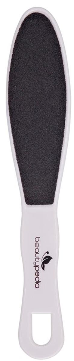 Beautypedia Терка для педикюра пластиковая, двухсторонняя. 69008882001866900888200186Терка для ног Beautypedia тонкая и легкая, эффективно удаляет огрубевшую кожу в труднодоступных местах стоп. Абразив на обеих сторонах терки имеет различную зернистость. Сторона с более крупной зернистостью необходима для первоначальной обработки кожи, более мелкий абразив применяется для завершающей стадии обработки. Для усиления эффекта рекомендуется предварительно размочить ноги в теплой воде. После применения терок кожа стопы становится гладкая, более мягкая и эластичная. Очистите кожу стоп от видимых загрязнений и мягкими массирующими движениями приступите к удалению огрубевших участков кожи (предварительно распарив кожу стоп).