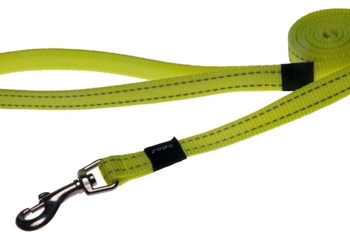 Поводок для собак Rogz Utility , цвет: желтый, ширина 1,6 см. Размер MHL11HВидимость ночью. Светоотражающая нить, вплетенная в нейлоновую ленту - для обеспечения лучшей видимости собаки в темное время суток. Специальная конструкция пряжки Rog Loc - очень крепкая (система Fort Knox). Замок может быть расстегнут только рукой человека. Технология распределения нагрузки позволяет снизить нагрузку на пряжки, изготовленные из титанового пластика, с помощью правильного и разумного расположения грузовых колец, благодаря чему, даже при самых сильных рывках, изделие не рвется и не деформируется.Выполненные специально по заказу ROGZ литые кольца гальванически хромированы, что позволяет избежать коррозии и потускнения изделия.