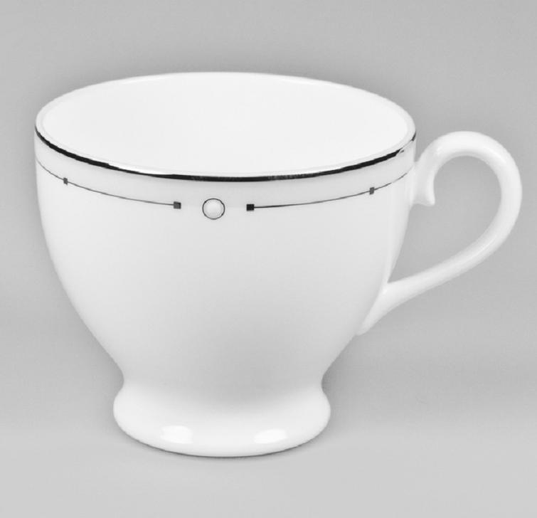 Чашка чайная Nikko Жемчужина, 240 млРП-12332-2240Обозначение «Bone China» соответствует утонченному и изысканному костяному фарфору, популярность которого сейчас высока как никогда. Фирма «NIKKO» является одной из самых ведущих фабрик на мировом рынке по производству костяного фарфора.Технология изготовления костяного фарфора многоступенчата. В фарфоровую массу добавляется костяная мука, что позволяет сделать изделие более прочным и тонкостенным. В процессе изготовления костяного фарфора изделия из данного состава поддаются формовке: их можно выполнить тонкостенными, придать различные формы: блюдца с ажурным краем, чашки на тонких ножках с витыми ручками. Фарфор фабрики «NIKKO» на 60% изготавливается ручным способом. Костяной фарфор «NIKKO»-наиболее совершенный. Среди профессионалов считается, что по качеству и красоте аналогов такого фарфора нет. Своим чистым белым цветом и прозрачностью японский фарфор завоевал отличную репутацию и первое место по продажам на мировом рынке