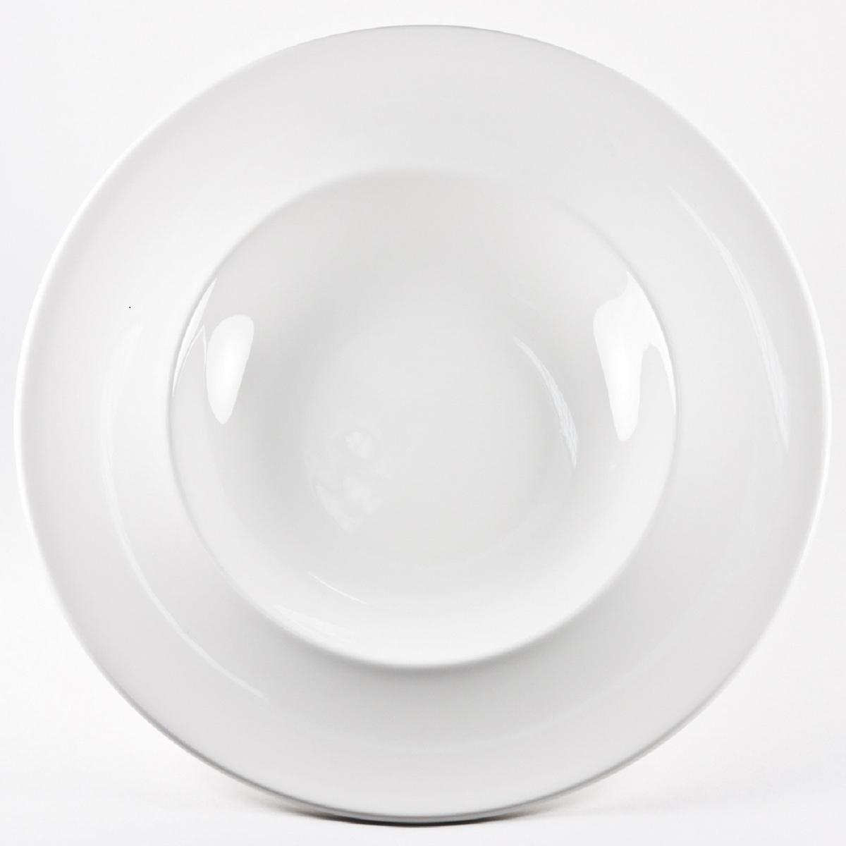 Тарелка для пасты Royal Porcelain Максадьюра, диаметр 30 смРП-8509Royal новый уникальный продукт на рынке фарфора производится из материала, в состав которого входит алюминиум (глинозем) в виде порошка, что придаёт фарфору уникальные свойства: белоснежный цвет, как на поверхности, так и на изломе, более тонкие и изящные формы, так как добавление металла делает фарфоровую массу более пластичной, устойчивость к сколам и царапинам. Возможный перепад температур при эксплуатации до 200 градусов! Фарфор покрывается глазурью, что характеризует эту посуду как продукт высшего класса.Идеально подходит для использования в микроволновой печи и посудомоечной машине.