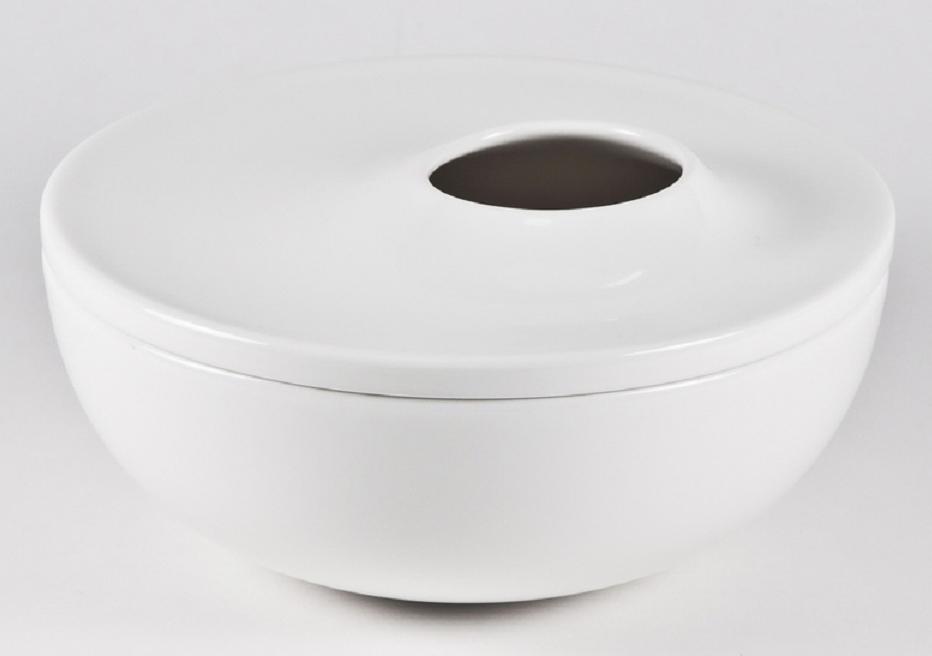 Салатник Royal Porcelain Гонг, с крышкой, диаметр 16 смРП-8747Салатник Royal Porcelain изготовлен из высококачественного костяного фарфора. Салатник имеет крышку с отверстием. Основнымидостоинствами изделий из костяногофарфораявляются прочность и абсолютно гладкая глазуровка. Изящный салатник Royal Porcelain великолепно украсит праздничный стол и станет прекрасным дополнением к вашему кухонномуинвентарю.Можно мыть в посудомоечной машине.Диаметр салатника: 16 см.