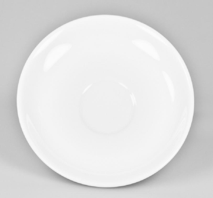 Блюдце кофейное Narumi, диаметр 12,5 см612/1Кофейное блюдце Narumi изготовлено из высококачественного элитного фарфораBoneChina, который содержит до 47% костяной золы.Благодаря такому составу фарфор этой марки чрезвычайно прочен, в то же время -тонок и изящен. Изящество, великолепный внешний вид, практичность и непревзойденныепотребительские качества посуды Narumi делают ее желанной не только в богатыхдомах, но и в обычных семьях. Кроме того, это также и респектабельным подаркомдля ценителей настоящего фарфора в качественном исполнении. Диаметр блюдца: 12,5 см.