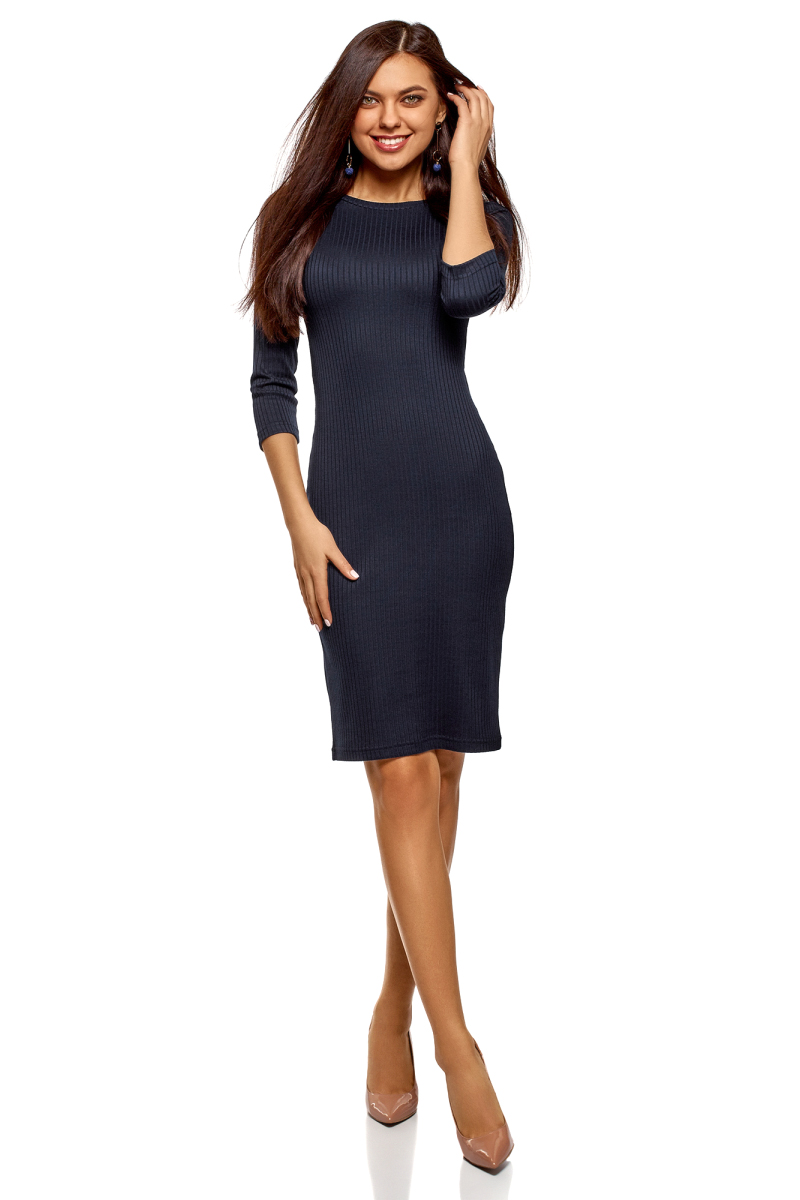 Платье oodji Ultra, цвет: темно-синий. 14001196/46412/7900N. Размер M (46)14001196/46412/7900NТрикотажное платье от oodji в рубчик выполнено из эластичной вискозы. Модель приталенного кроя с рукавами 3/4 и круглым вырезом горловины.
