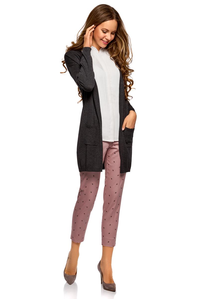 Брюки женские oodji Collection, цвет: розовый, черный. 21706022B/14522/4A29O. Размер 36-170 (42-170)21706022B/14522/4A29OЗауженные хлопковые брюки – базовая модель летнего гардероба. Классический крой, брючины без стрелок. Сзади один карман «в рамочку». Брюки хорошо облегают фигуру и подчеркивают ее достоинства. Поэтому лучше такие брюки смотрятся на стройных девушках. А если подобрать более объемный верх, брюки станут более универсальны. Зауженные брюки – практичная и универсальная модель. Вы не ограничены в выборе верха. К брюкам подойдут: рубашка классического стиля, майка, топ, блузка. Сет можно дополнить жакетом – и отправляться на работу. Можно завершить образ джинсовой курткой – и пойти на встречу с подругами. В прохладные дни с брюками прекрасно будет смотреться легкий плащ или тренч. Выбор обуви зависит от подобранного вами верха.
