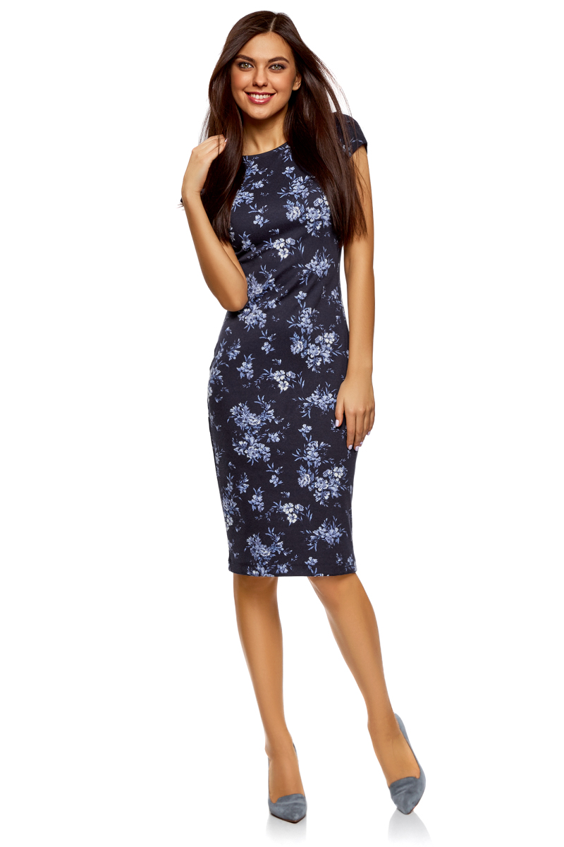 Платье oodji Collection, цвет: темно-синий, белый. 24001104-6/37809/7910F. Размер M (46)24001104-6/37809/7910FПлатье-миди от oodji выполнено из эластичного полиэстера. Модель облегающего кроя с короткими рукавами и круглой горловиной на спине дополнена глубоким вырезом.