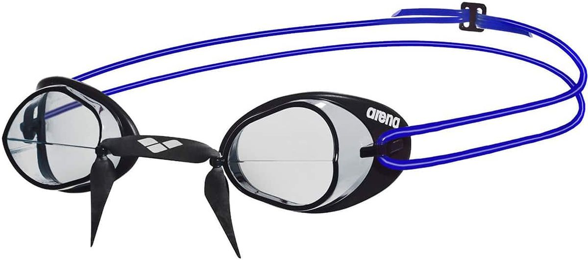 Очки для плавания Arena Swedix, цвет: черныйУТ-00009509Очки Swedix Mirror - практичные, легкие стартовые очки дают ощущение свободы и действия. Жесткие разделенные линзы из поликарбоната позволяют расширить фронтальный обзор и обеспечивают четкий, неискаженный вид под водой. Мягкий слой термопластичной резины, отлитый на края линз, выполняет функции уплотнителя и обеспечивает полную герметичность. Swedish-тип носовой дужки классика среди профессиональных пловцов. Двойной силиконовый ремешок с затылочной клипсой для упрощения регулировки и лучшей фиксации на голове.Характеристики:Категория: взрослыеМатериал линз: поликарбонатУплотнитель: термопластичная резинаПереносица: swedish-типРемешок: регулирующийся, с затылочной клипсойРазмер: одинЦвет: Clear/Black