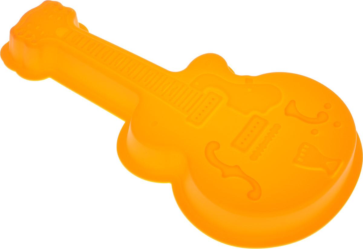 Форма для выпечки Доляна Гитара,цвет: оранжевый, 32 х 18 х 4 см1005228_оранжевыйФорма Доляна Гитара, выполненная из силикона, будет отличным выбором для всех любителей домашней выпечки. Силиконовые формы для выпечки имеют множество преимуществ по сравнению с традиционными металлическими формами и противнями. Нет необходимости смазывать форму маслом. Форма быстро нагревается, равномерно пропекает, не допускает подгорания выпечки с краев или снизу.Вынимать продукты из формы очень легко. Слегка выверните края формы или оттяните в сторону, и ваша выпечка легко выскользнет из формы.Материал устойчив к фруктовым кислотам, не ржавеет, на нем не образуются пятна.Форма может быть использована в духовках и микроволновых печах (выдерживает температуру от -40°С до +250°С), также ее можно помещать в морозильную камеру и холодильник. Можно мыть в посудомоечной машине.Размер формы: 32 х 18 х 4 см.