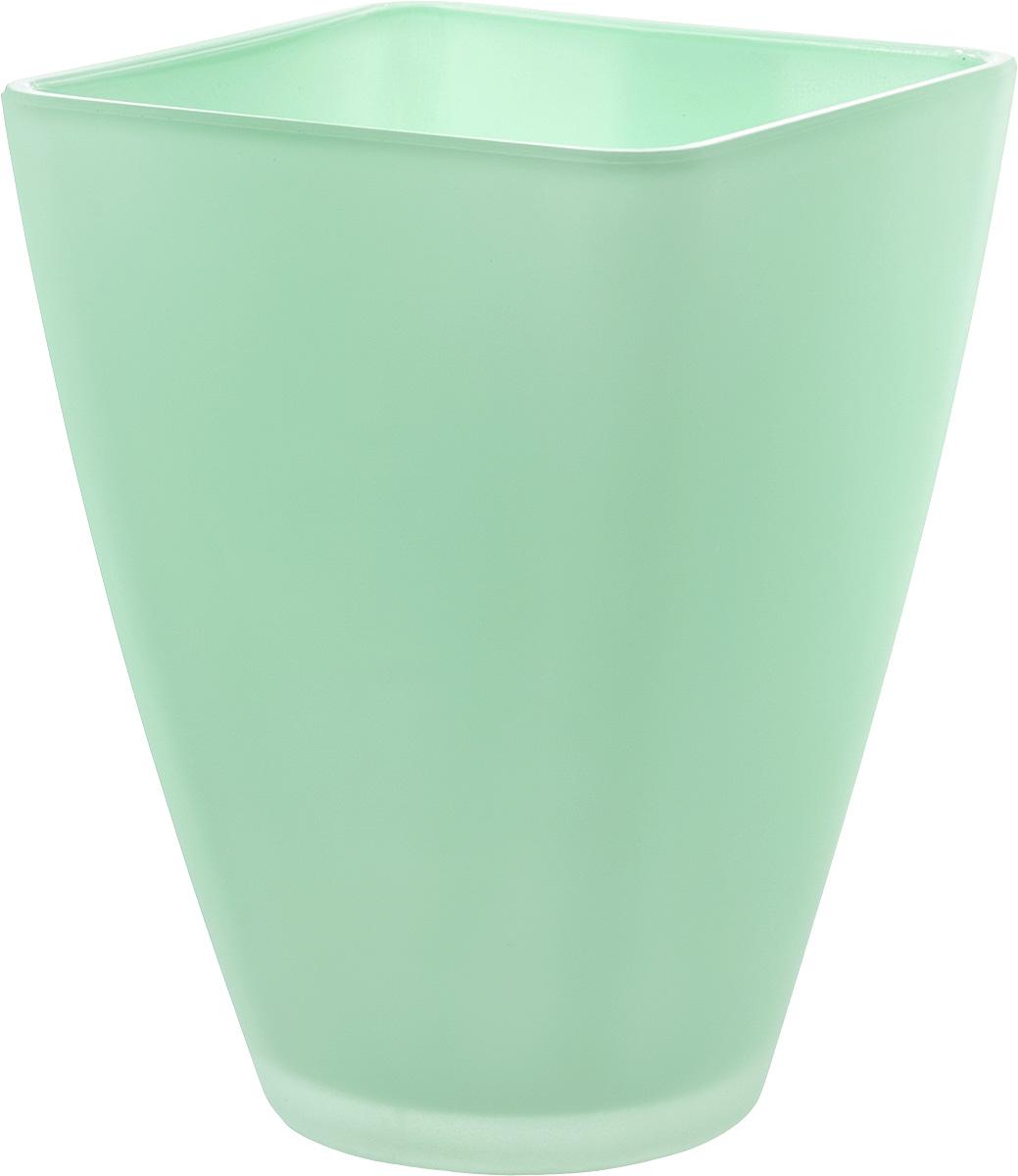 Кашпо Nina Glass Холли, цвет: мята, 1,2 лNG91-022MПродукция завода под брендом NinaGlass известна российскому потребителю необычностью форм и оригинальным декорированием. Главным достоинством стеклянных горшков является отсутствие пористости на их внутренней поверхности, что делает безопасной смену растительного состава. Предприятие производит два вида изделий для флористов:- стеклянные цветочные горшки с отверстием в дне для посадки в них цветов и растений и подставкой под горшок в виде блюдца;- кашпо без отверстия для укладки в них пластиковых контейнеров с цветами и растениями.Горшки и кашпо изготавливаются из опалового триплексного (тройного) стекла с различными видами декорирования водо- и износостойкими красками. Возможна окраска изделий изнутри. Матовая поверхность и окраска изнутри создают объемный эффект, а сами цвета очень мягкие и приятные. Также интересны и формы изделий, выполненные методом центробежного формования: - горшки НТ - современная модель горшка с поддоном, которые смотрятся как единое целое и обладают устойчивым широким дном;- кашпо НТ - глубокие, с небольшим радиусом выпуклости, хорошим широким дном. Кашпо-подсвечники в форме куба можно считать дополнительной опцией: вы можете оформить интерьер не только оригинальными горшками и кашпо, но также весьма привлекательными подсвечниками.Доступны 5 размеров горшков и кашпо и 3 размера кашпо-кубов. Продукция TM NinaGlass безопасна, функциональна, прочна и уникальна. Горшки и кашпо способны создать неповторимое настроение и стать центром интерьера в любом помещении.